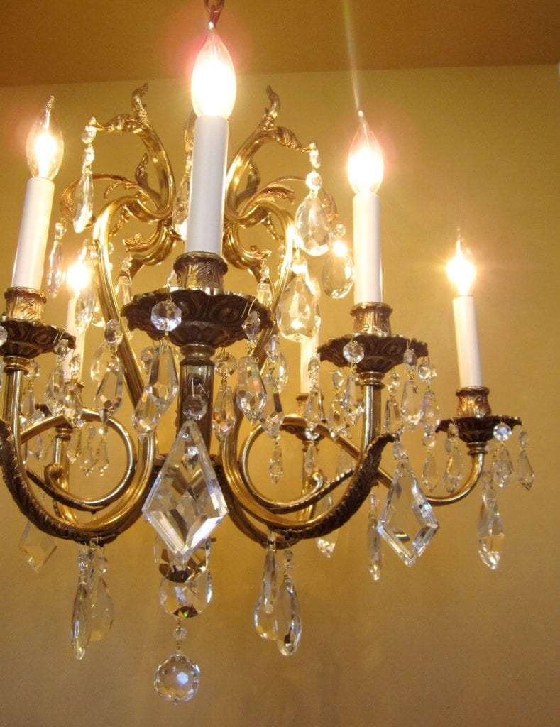 Glamorous 1970s crystal chandelier by Lightolier.