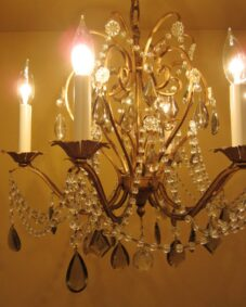 Mid-century 1960s crystal chandelier by Lightolier. Stunning.